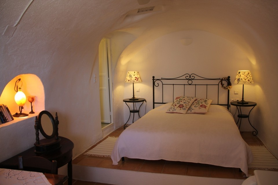 bedroom-Aris-Caves-4