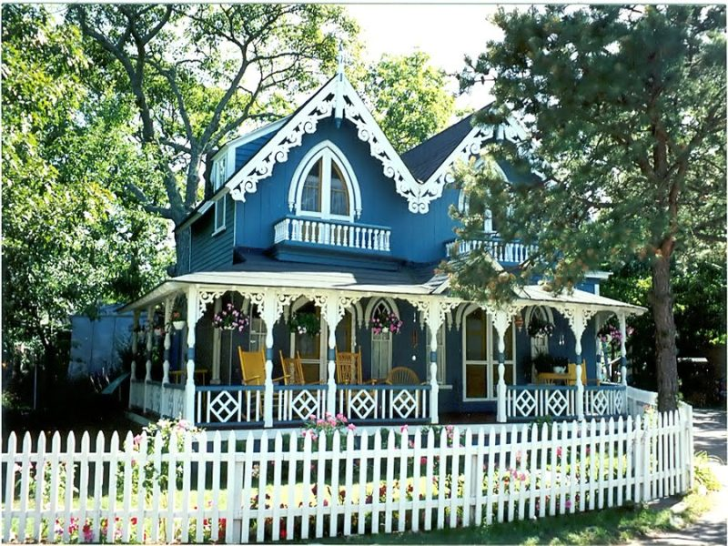 Oak-Bluffs-Gingerbread-House-748408